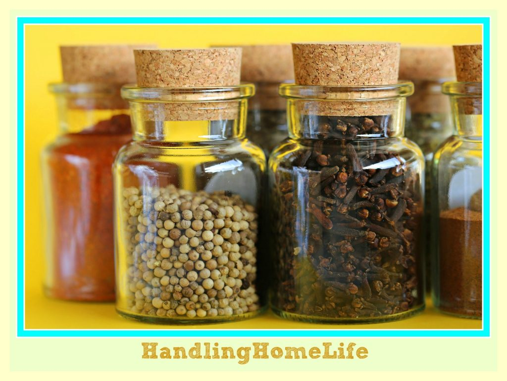 These are such smart ideas to DIY organize small pantry! I'm totally motivated to get my pantry cabinet decluttered and organized! #pantry #organizing #organizedpantry #diy #homemakingtips #homeorganization