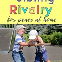 Great tips to get the kids to stop fighting! Such realistic and easy suggestions to stop sibling rivalry! #siblingrivalry #twins #parentingtips