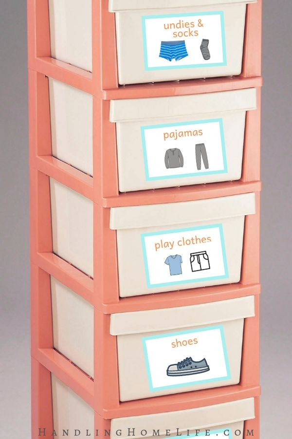 organizing kids dressers and clothes with labels