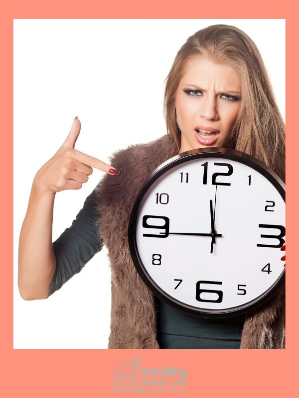 angry lady pointing at a clock: how busy moms manage their time